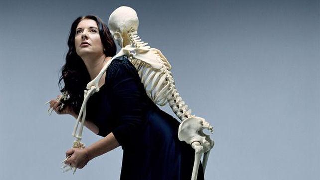 Marina-Abramovic-Carrying-the-Skeleton_EDIIMA20150701_0414_18